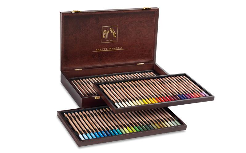 Pastellpennset Caran d´ache 84 pennor Trälåda